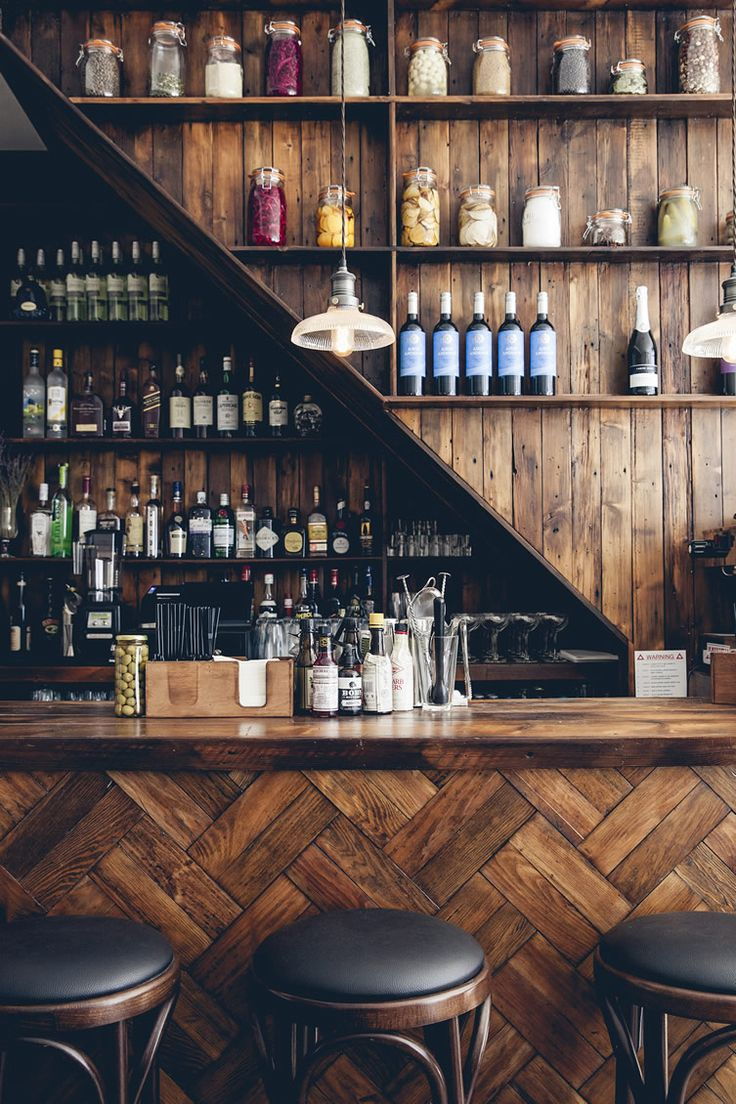 Get the best lighting and furniture inspirations for your interior bar project! Discover more…