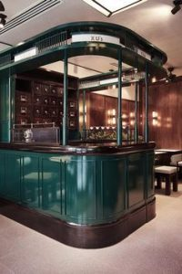 Find the most luxurious details and inspirations for an interior bar design. Find more…