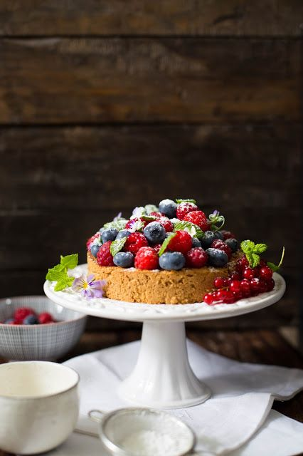 "Almond Cake with Berries #vegan explore Pinterest""> #vegan"