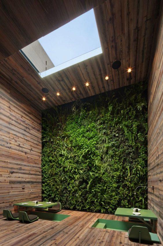 Vertical garden and Japanese seating. Rojkind Arquitectos for Tori Tori Restaurant