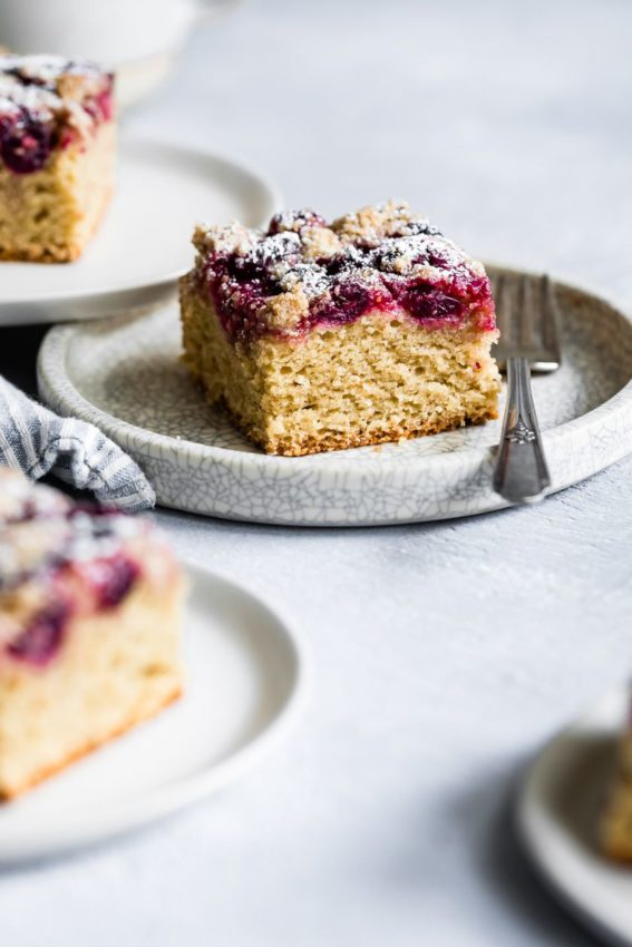 "Coffee cake with cranberries and cardamom #glutenfree explore Pinterest""> #glutenfree"