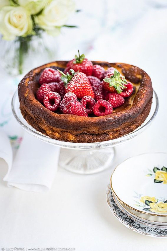 Light quark cheesecake with fresh berries