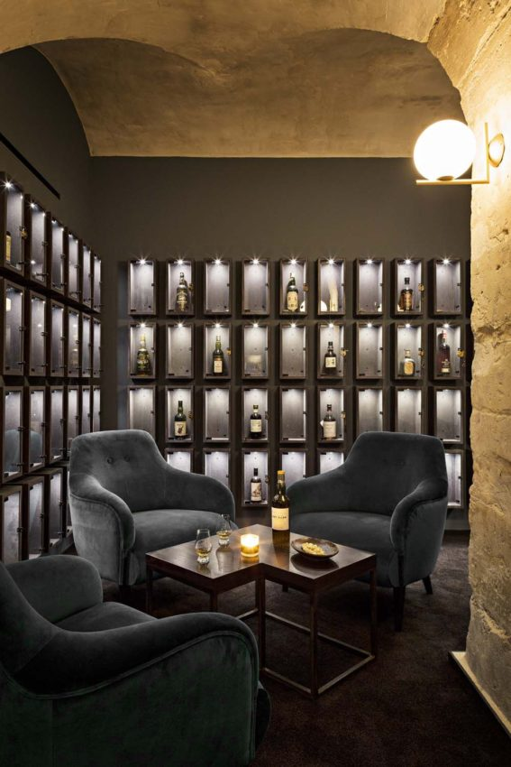 Image 2 of 16 from gallery of Whisky Bar / jbmn architectes. Photograph by…