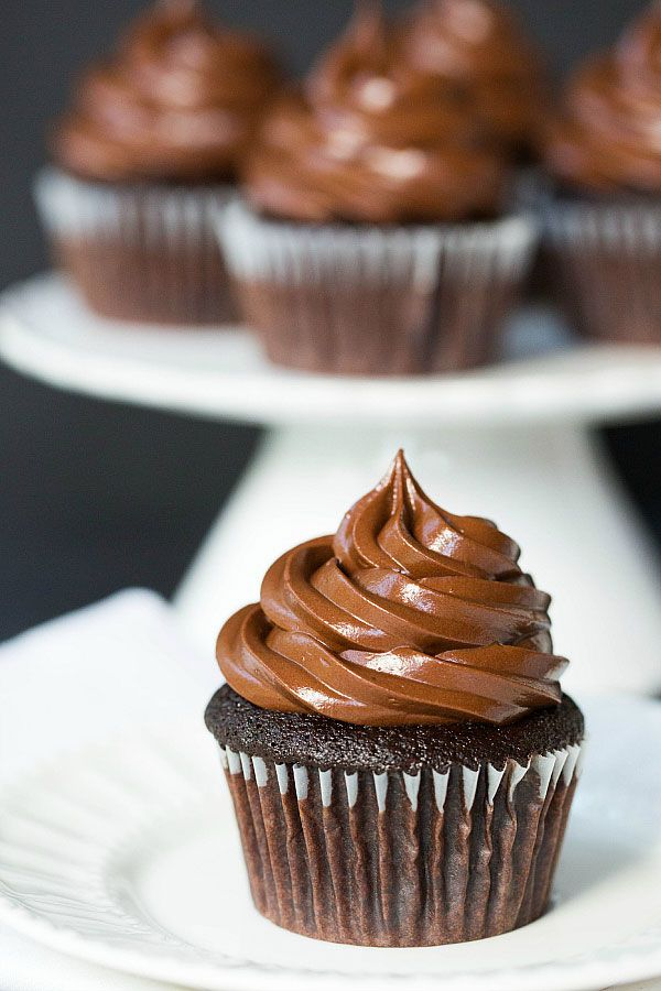 Ultimate Chocolate Cupcakes – The best moist chocolate cupcakes recipe made from scratch! |