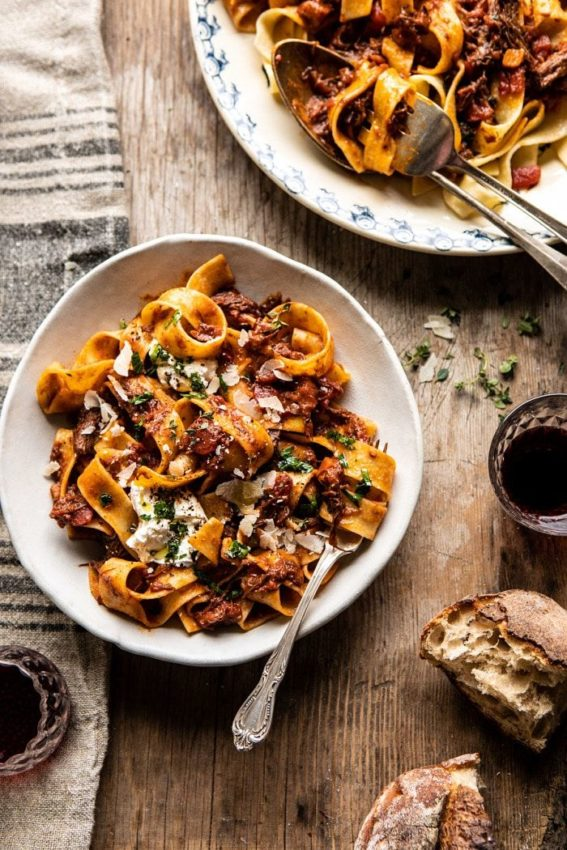 "Slow Cooker Red Wine Sunday Ragu Pasta | #pasta explore Pinterest""> #pasta #ragu explore…"