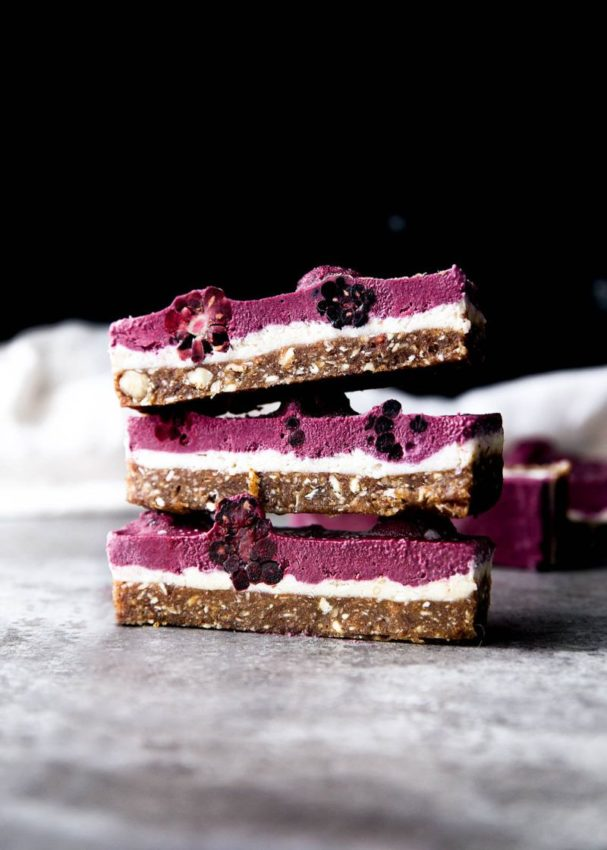 Raw Blackberry Coconut Cashew Slice. Yes it's vegan and paelo and all that good…